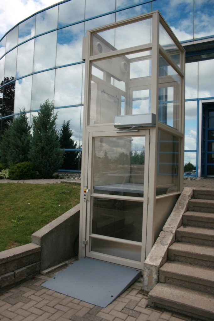 Savaria V1504 Enclosed Lift